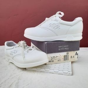Soft Spots Supremes Comfort Nurses Sneaker